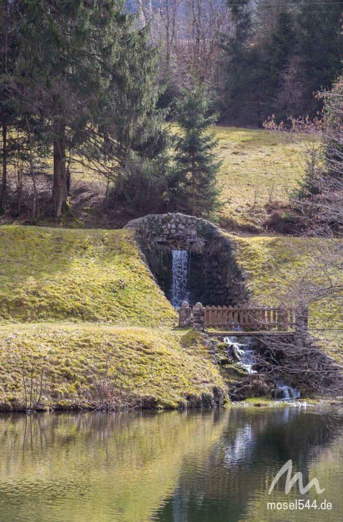 Die Mosel fließt in einen Teich