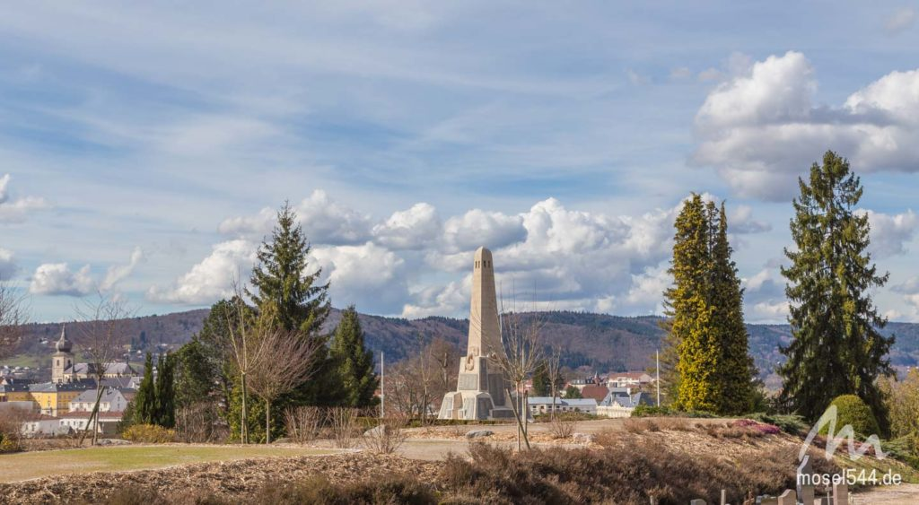 Friedhof mit Denkmal