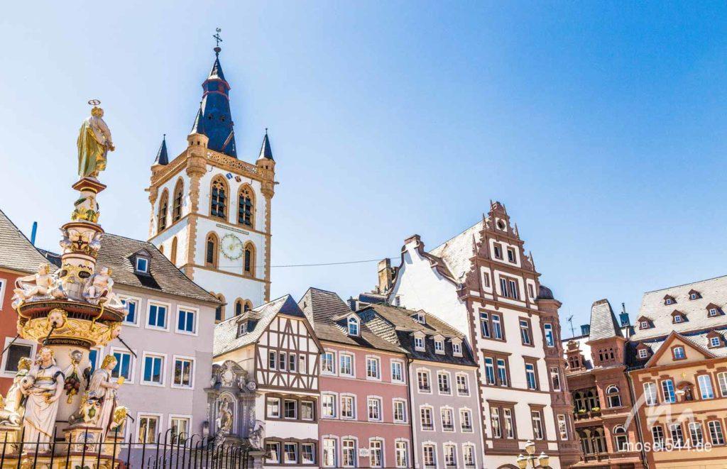 Historische Hausfassaden am Hauptmarkt in Trier