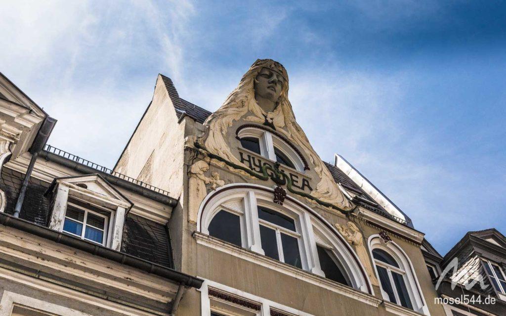Historische Hausfassade an der Firmungstraße.