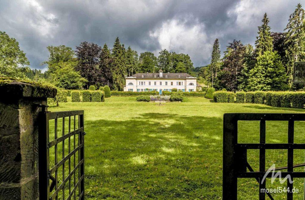 Das Drachenhaus mit Rosengarten
